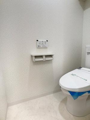 人気のバストイレ別タイプ・シャワー機能付きのトイレです