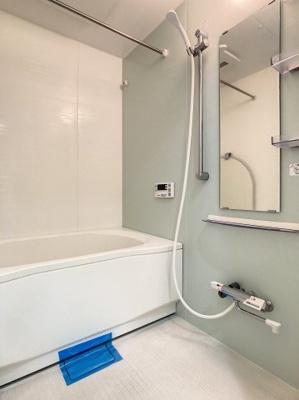 浴室乾燥機能付きのバスルームです