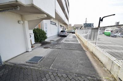 【駐車場】パレ・サンティール ㈱Roots