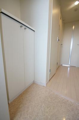 シューズボックス付きの玄関スペースです
