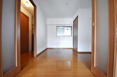洋室、別角度の写真です。