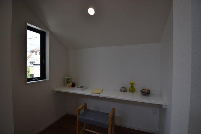 リビングに隣接したワークスペース テレワークやお子様の勉強スペース、家事室としてお使いいただける機能的な空間です。