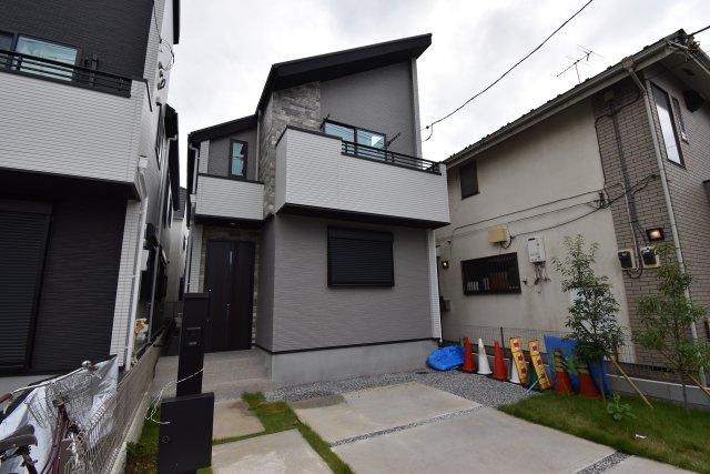 全2棟最終1棟(写真右側棟) 落ち着いた色合いの外観は流行に左右されないデザイン。杉並の街並みに合った新邸の誕生です!