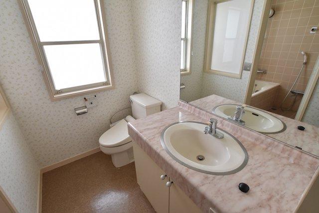 2階 主寝室用洗面トイレ