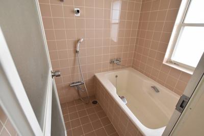 2階 主寝室用浴室