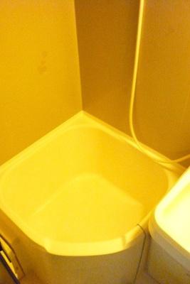 「バストイレ同室のため浴槽は小さめ。シャワー派の方におすすめです」