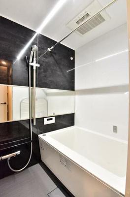 浴室換気乾燥暖房機のある浴室です。