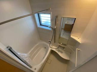 清潔感あるホワイトカラーでシャープな空間を演出。