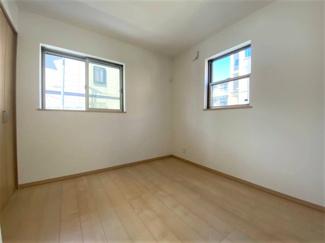 2面採光の居室は快適な光・心地良い風を取り入れます。