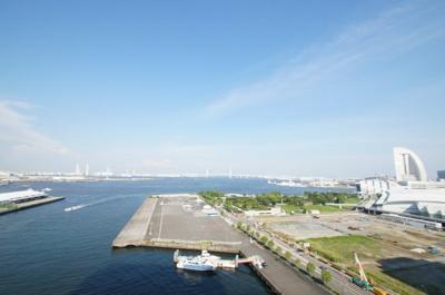 お部屋からは横浜港を一望できます