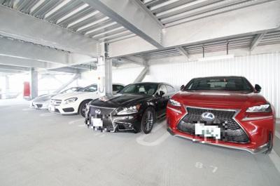大型の自走式駐車場です