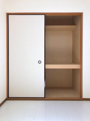 4.5帖洋室の収納です。奥行きがあるのでたくさん収納できます◎ワーキングスペースに改良するも良さそうです◎
