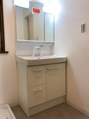 洗面台は新品なので、清潔で安心ですね◎
