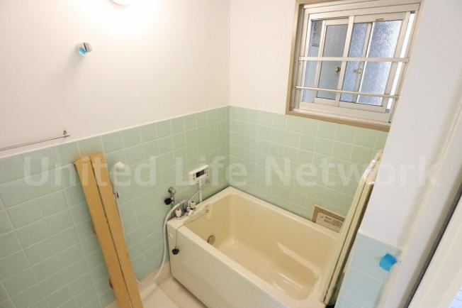 浴室には窓があります