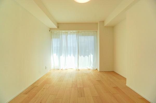 主寝室としてお使いいただける洋室、 休日はこちらでおくつろぎください。