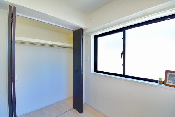 大きな収納スペース! 収納が多いと棚を置く必要もなく、お家の中がスッキリしますね!