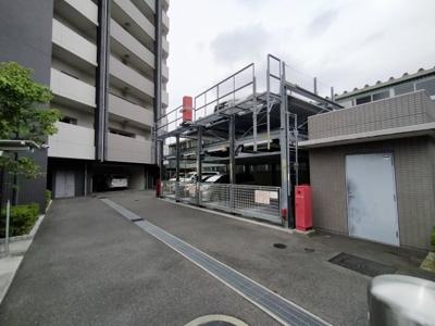 マンション敷地内には機械式の駐車場がございます。
