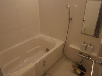 足を延ばしては入れる広々浴槽です。