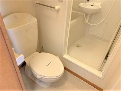 お風呂、トイレ別です。