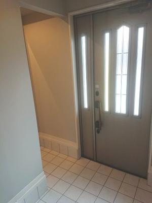 ベビーカーやスーツケース等も収まる2WAY動線のシューズクロークを設置!綺麗な玄関を保てます。