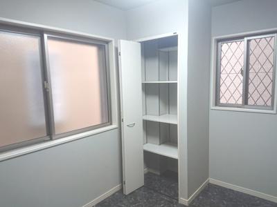 1階の洋室です。プライベート空間の確保ができ、リモートワークや趣味のスペースとしても活用できます♪