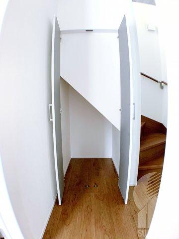 1階階段下収納スペース