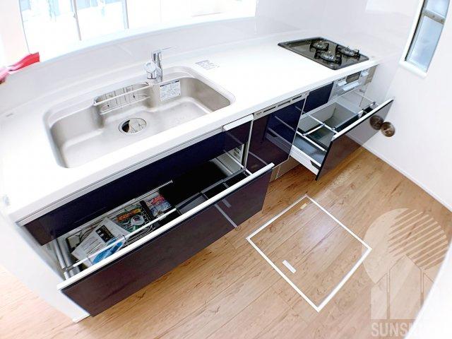 キッチン用品をたっぷり収納できます