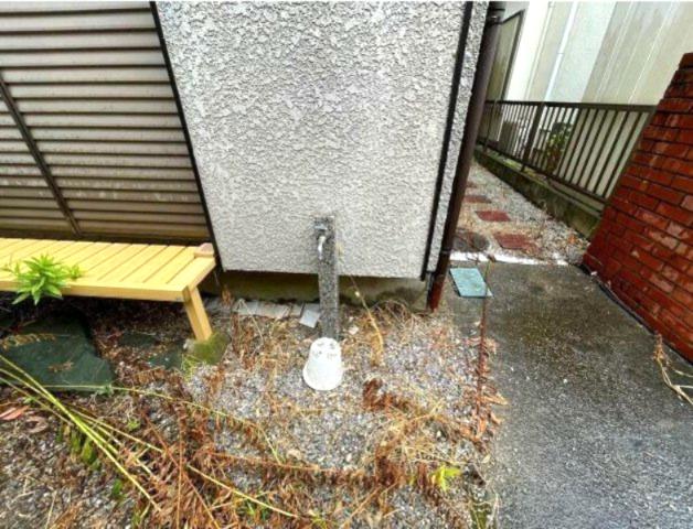 庭には立水栓が有り便利