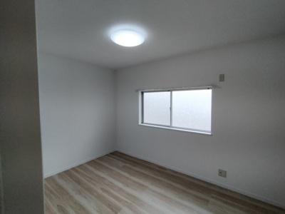 3階西側洋室(6.0帖):西向きの採光が入る明るいお部屋です。