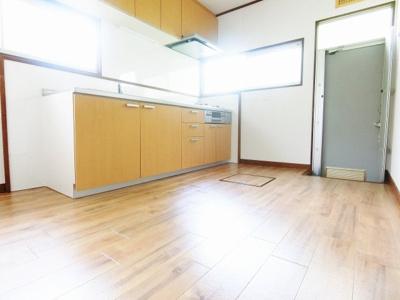 【居間・リビング】南区赤坂台貸家