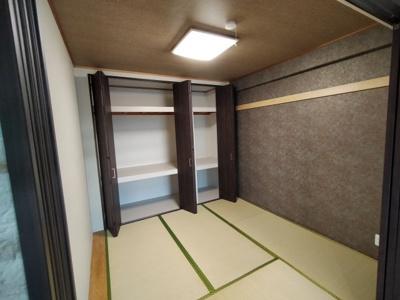 和室:和室には収納力のあるクローゼットがございます。