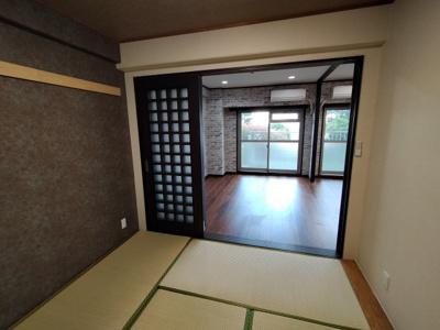 和室:客間にもなる和室があると便利ですね♪ おしゃれでモダンな雰囲気の和室となっております。