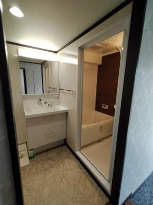 洗面&ランドリースペースです。 便利な棚や収納がついています。