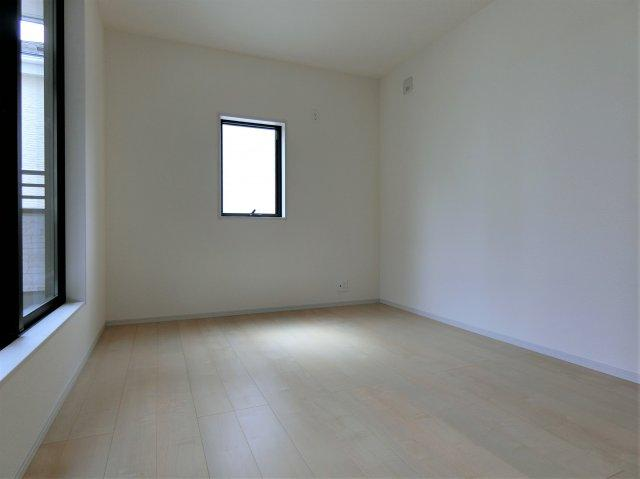 2階6.09帖の洋室です。
