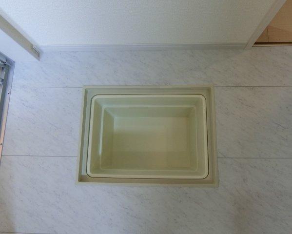 洗面脱衣室の床下収納です。