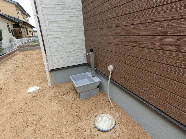南庭の外水栓です。