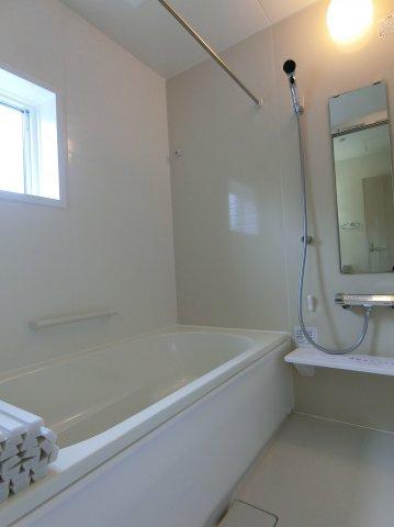 1坪タイプの浴室で、ゆったり入浴できます。浴室乾燥機付き。