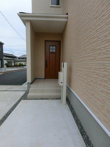 玄関アプローチです。