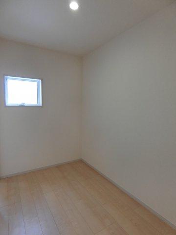 2階廊下ホールは広さがあります。自由な発想で活用方法をご検討ください。