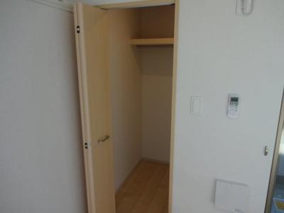 お部屋の広さを有効活用できる大容量の収納付き(同一仕様)