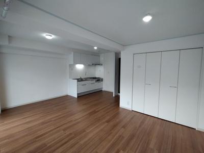 LDK(16帖):リビングにクローゼットがあると収納家具を置かなくていいので、お部屋を広く使う事ができますね♪
