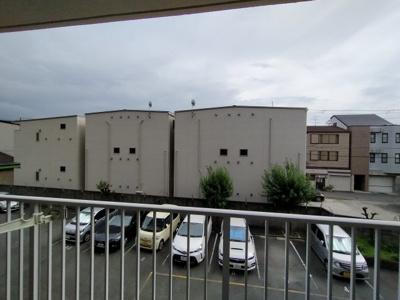2階ですが、前棟が無いので、見晴らし良好です。