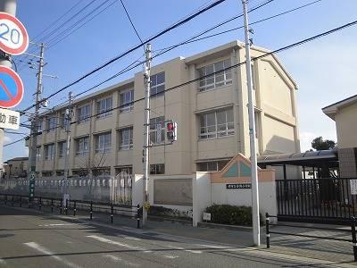 堺市立金岡小学校 563m