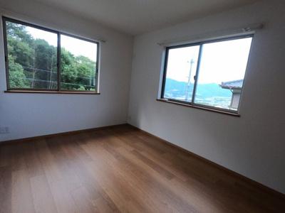 洋室約6帖 大きな収納スペース付きの洋室です