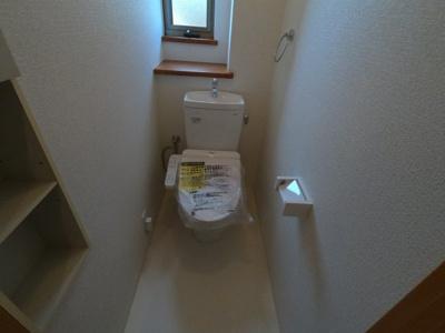 窓のある明るいトイレは風通しが良いですよ。