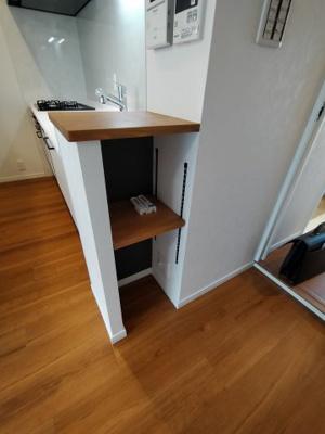 キッチン横にある収納棚です。