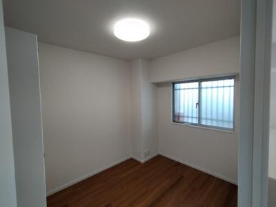 洋室(4.4帖):全室クロス貼り換えていますので、室内大変美麗です。
