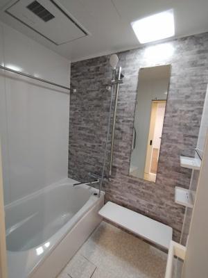 浴室もリフォーム済で大変綺麗です。 浴室乾燥機が付いていますので、梅雨や花粉の時期の洗濯も安心です。
