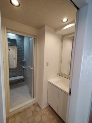 洗面所兼ランドリースペースです。