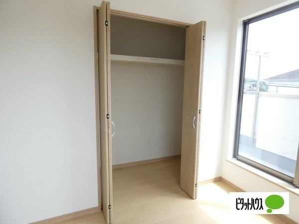 【1号棟】収納 クローゼット:シンプルデザインの建具。室内に落ち着きと安らぎを与えてくれます。
